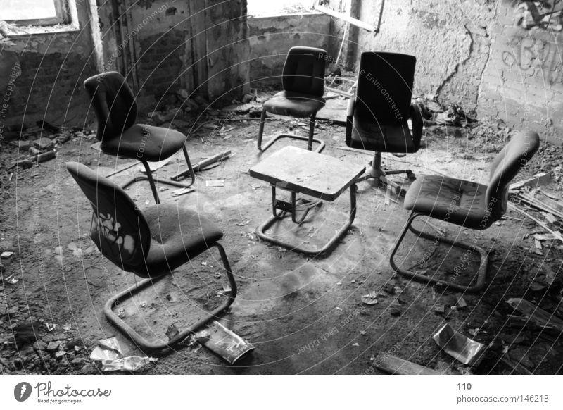 konferenz Büro Ruine Bürostuhl Einsamkeit Sitzung leer verfallen leerstehend
