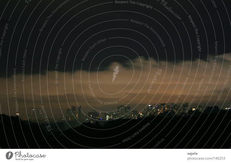 verhangen Himmel Wolken Horizont Baum Stadt Stadtzentrum Hochhaus bedrohlich dunkel grau Stimmung Abenddämmerung Singapore Bankenviertel bedeckt Wolkenberg
