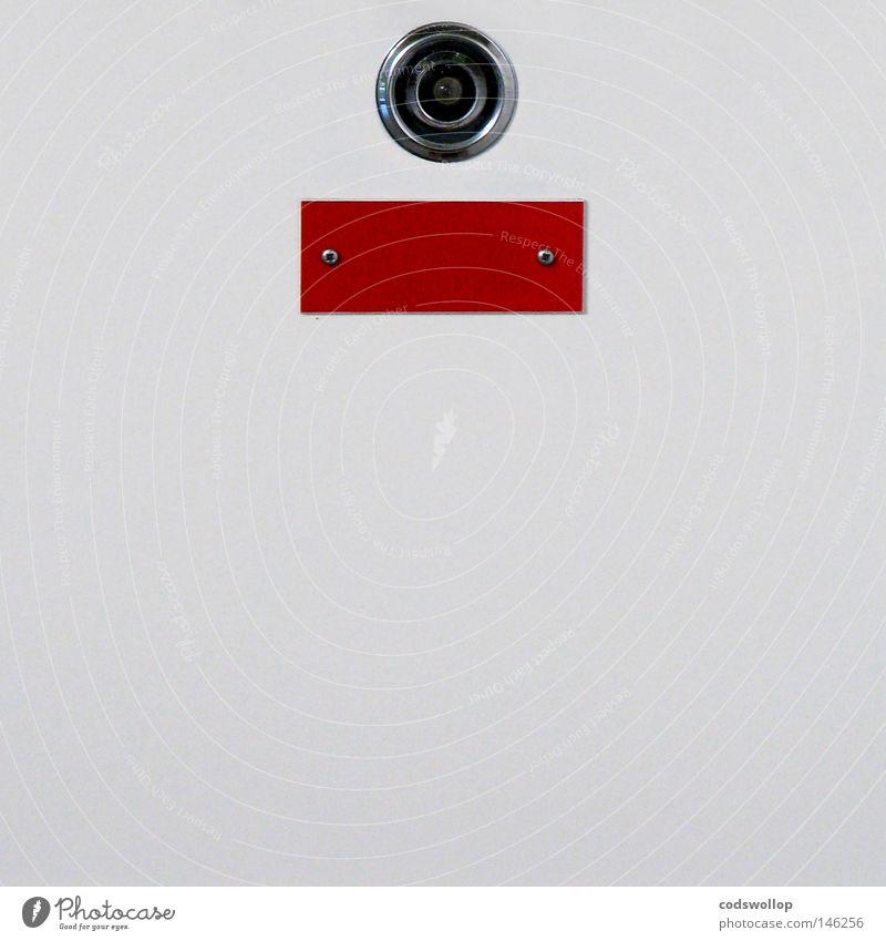 zeugenschutzprogramm Angst Tür Sicherheit Hinweisschild Loch Panik anonym fremd Versteck Identität Schilder & Markierungen Türspion Namensschild