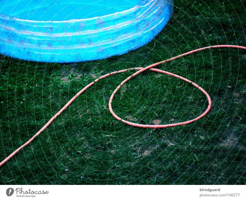 Kinder-Garten-Auffangbecken blau Wasser grün weiß rot Sommer Freude schwarz Farbe Spielen Gras Wärme Garten Lampe Kindheit Beleuchtung