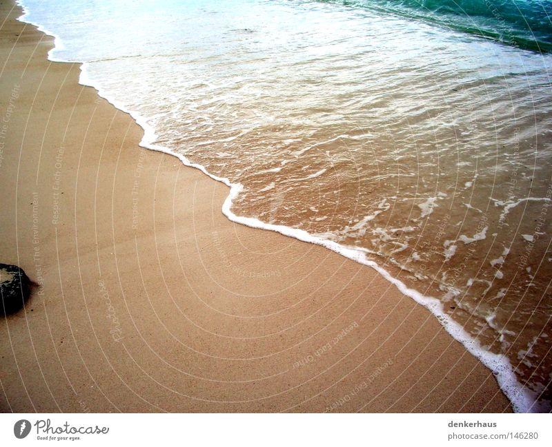 Stein am Strand Sandstrand Küste Wellen Meer Indischer Ozean gelb Schaum weiß Afrika Wasserwellen blau nass Blauton Ferien & Urlaub & Reisen schön Erholung