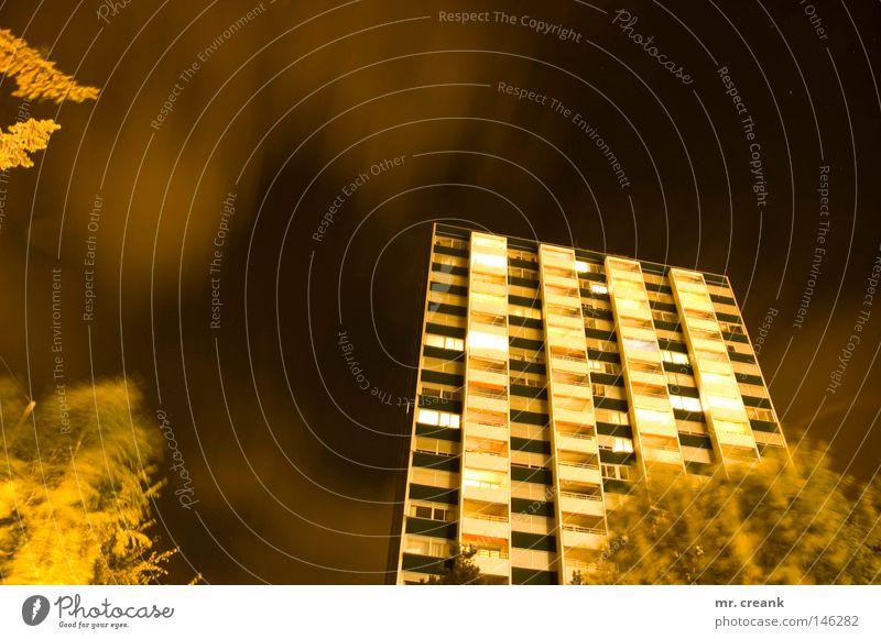 neu im Block Nacht Biel Hochhaus Wohnung Stadt Stadtteil Ghetto Night Häusliches Leben bonlieux Mehrfamilienhaus drist dumm Aussicht