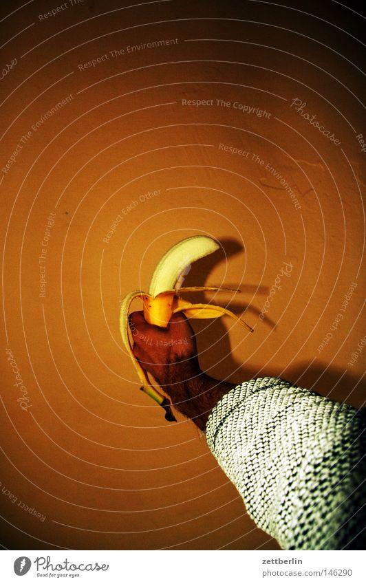 Tag der Republik Banane Frucht Südfrüchte Palme Ernährung Lebensmittel Kohlenhydrate ausrutschen fallen Hand Faust Angebot Speise Gastronomie Küche stummfilm
