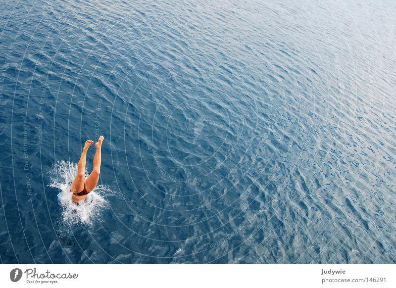 Kopfüber ins BLAU Meer springen Kopfsprung nass Mittelmeer Türkei Schwimmen & Baden Sommer heiß Ferien & Urlaub & Reisen Bikini tauchen spritzen Wellen Sport