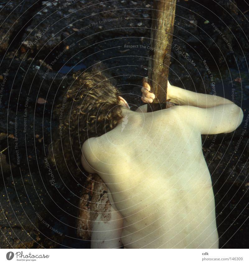 Götterdämmerung Mensch Frau Natur nackt Sommer Weiblicher Akt Hand ruhig dunkel kalt Wärme Leben Traurigkeit Gefühle Bewegung Tod