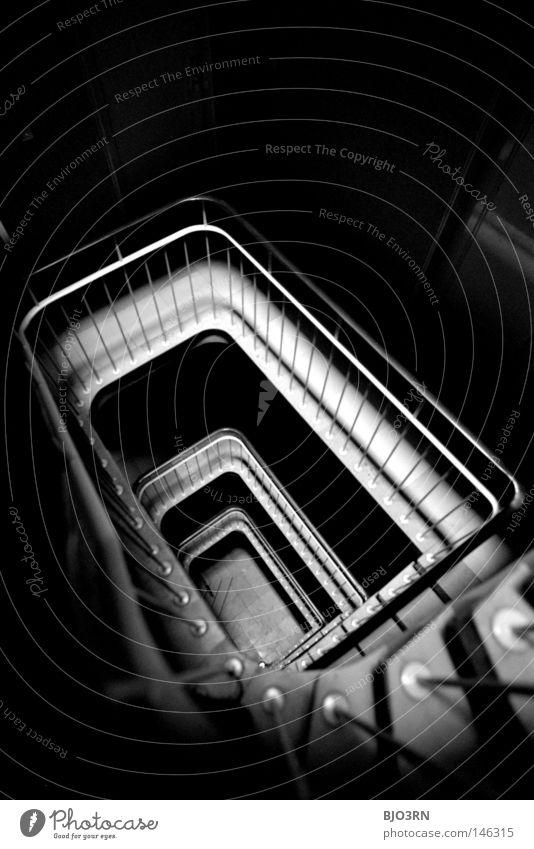 wherever dark stairs may lead to Treppenhaus dunkel Haus Innenaufnahme Schwarzweißfoto analog Low Key unterbelichtet Flur Innenarchitektur Geländer Hochformat