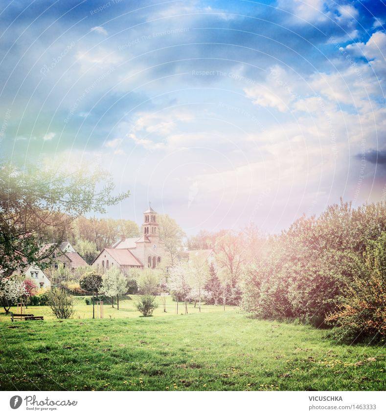 Ländliches Dorf mit blühenden Bäumen und Rasen im Park Himmel Natur Ferien & Urlaub & Reisen Pflanze Sommer Baum Landschaft Blatt Wolken Leben Blüte Frühling