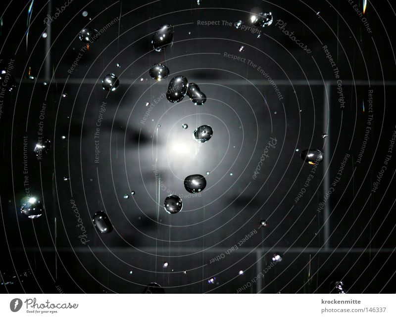 Black Rain schwarz Wasser Wassertropfen Tropfen fliegen Blitzlichtaufnahme geblitzt Dusche (Installation) Brunnen Wand Fliesen u. Kacheln stagnierend fließen