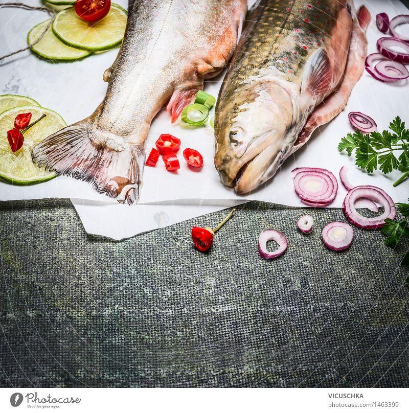 Fisch mit Kochzutaten Lebensmittel Gemüse Kräuter & Gewürze Ernährung Mittagessen Abendessen Festessen Bioprodukte Vegetarische Ernährung Diät Gesunde Ernährung