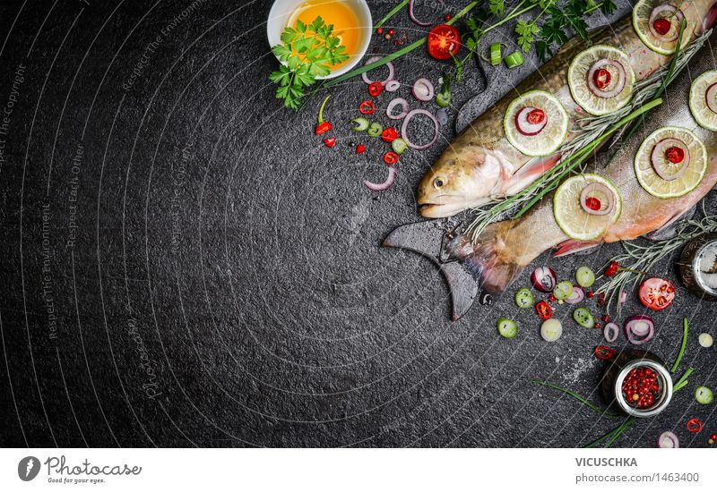 Essen Hintergrund für Fischgerichte mit Kochzutaten Lebensmittel Gemüse Salat Salatbeilage Kräuter & Gewürze Öl Ernährung Mittagessen Abendessen Festessen