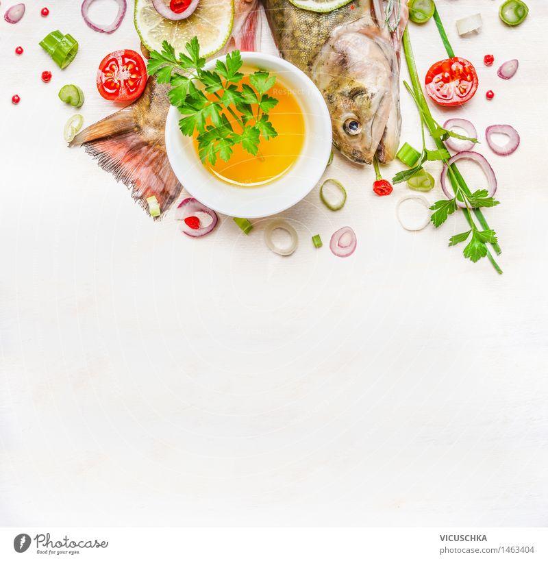 Schwanz und Kopf der Fische mit Öl und Gewürze Natur Gesunde Ernährung Leben Speise Essen Foodfotografie Stil Hintergrundbild Lebensmittel Design Tisch