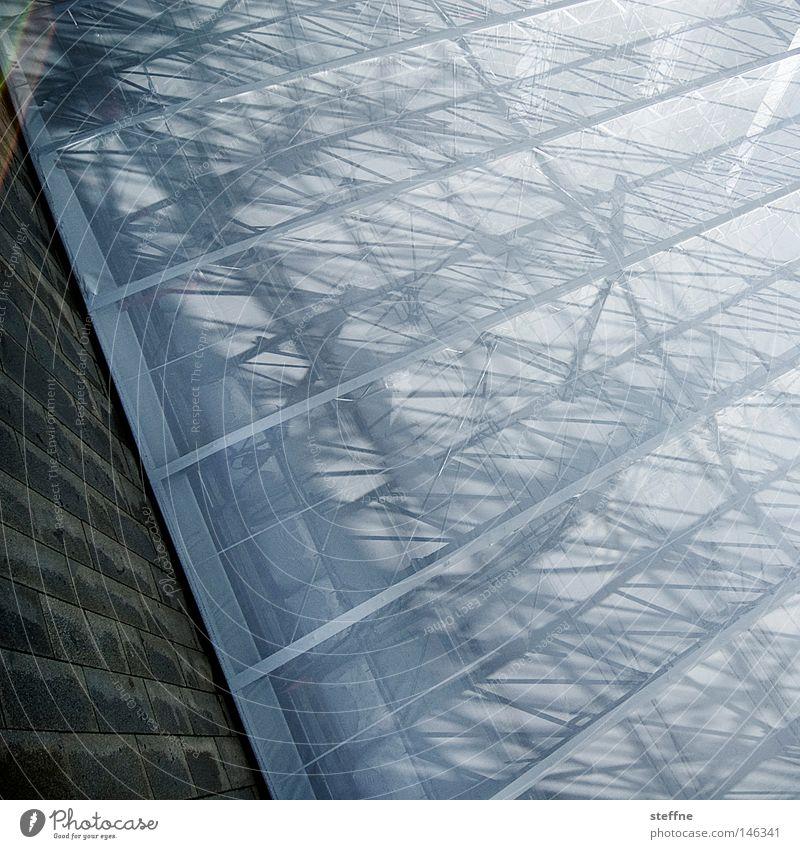 kristo marx Baugerüst Gerüst Vorhang bauen verhüllen verpackt abstrakt graphisch Linie Schatten Licht durcheinander Handwerk Detailaufnahme Wahrzeichen Denkmal