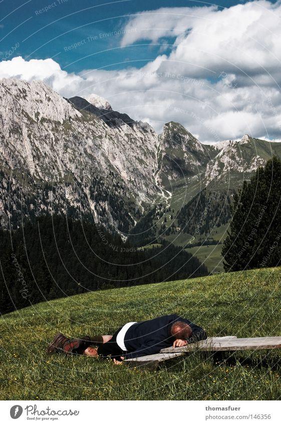 Wanderers Ruh Himmel Mann Freude Wolken Ferne Erholung Wiese Berge u. Gebirge Kraft wandern Erfolg Pause Ziel Gipfel Müdigkeit