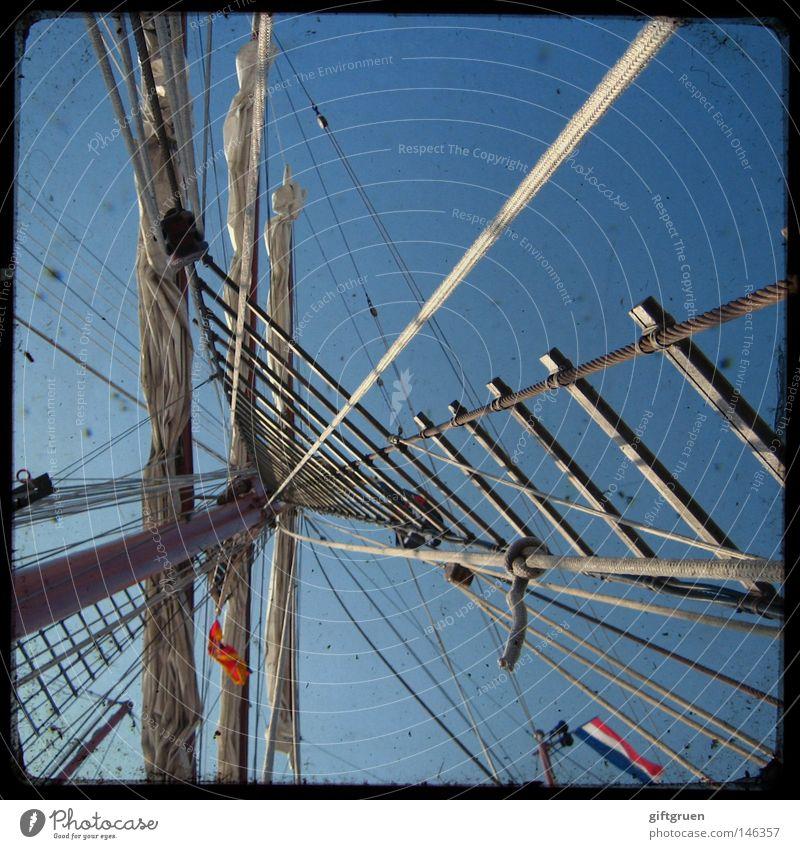 in die wanten, ihr landratten! Segelboot Segelschiff Wasserfahrzeug Segeln Regatta Wanten Kapitän Meer Ferien & Urlaub & Reisen Kreuzfahrt Takelage Schiffsbug