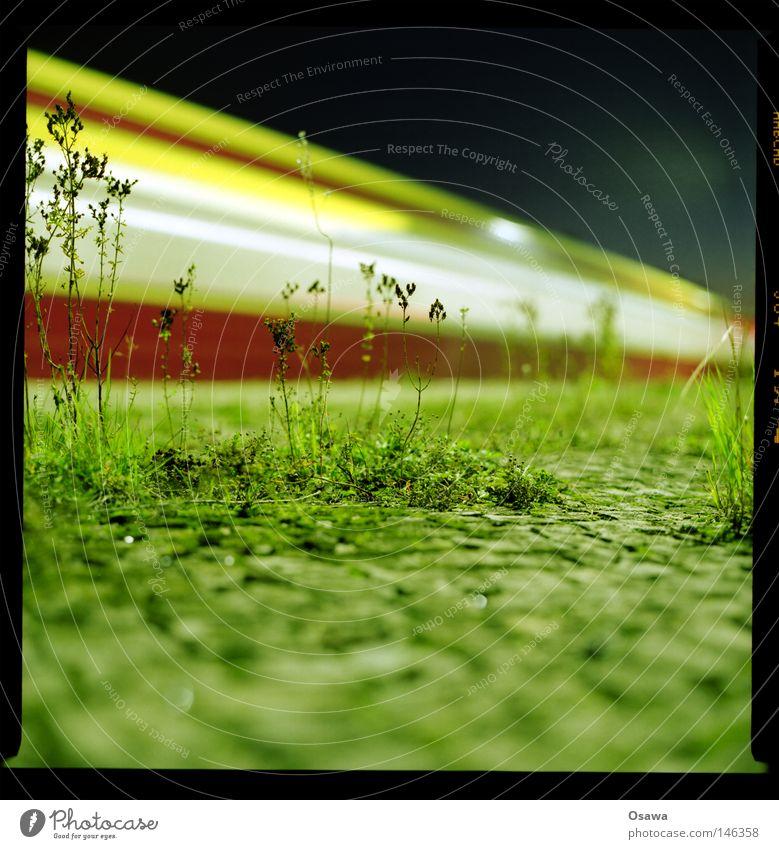 Ostkreuz 21 alt Pflanze ruhig Architektur Stein fliegen Geschwindigkeit Eisenbahn Baustelle Kopfsteinpflaster Station Tiefenschärfe Nacht Abenddämmerung Bahnhof