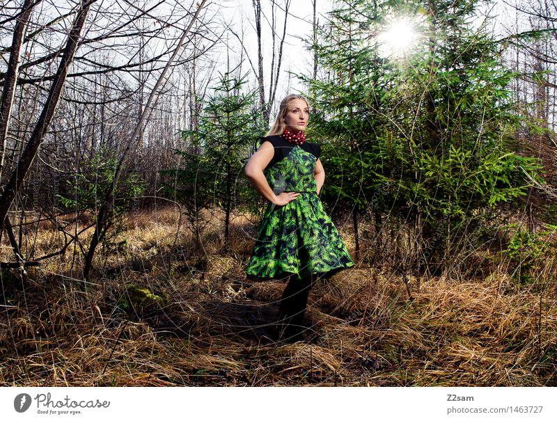 BEtheTREE Lifestyle elegant Stil Weihnachten & Advent feminin Junge Frau Jugendliche 18-30 Jahre Erwachsene Natur Landschaft Sonne Schönes Wetter Baum Sträucher