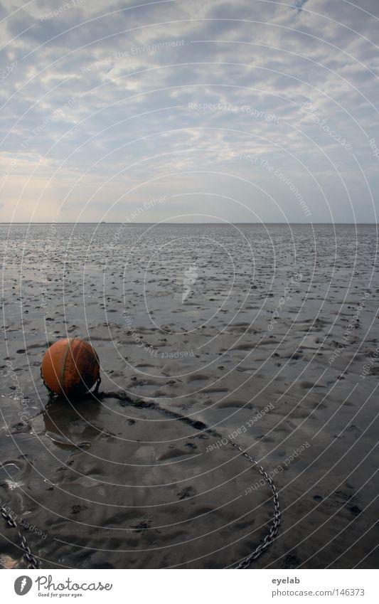 Einsamer Fremdkörper Küste Strand Wolken Herbst Boje Anker verankern rot Ebbe Platz Ferne nah Unendlichkeit Horizont Wattwandern Ferien & Urlaub & Reisen