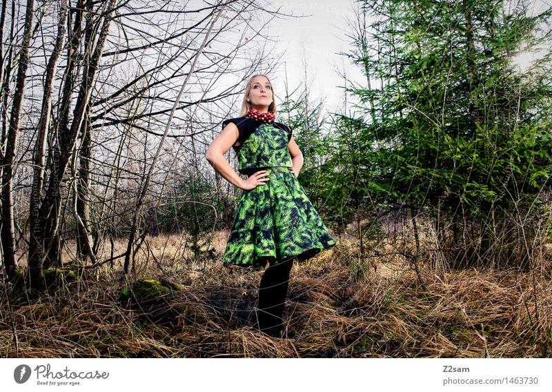 BEtheTREE Jugendliche Weihnachten & Advent grün schön Farbe Junge Frau Baum Landschaft Winter 18-30 Jahre Wald Erwachsene feminin Stil Lifestyle Mode