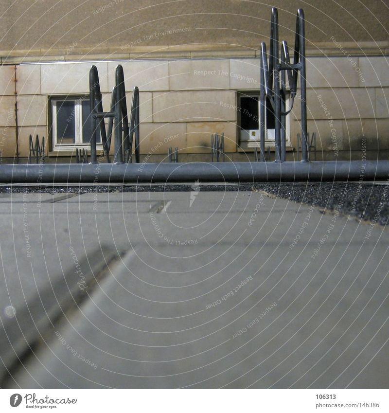 durchgemogelt Haus Einsamkeit Wand Spielen Fenster grau Erde 2 Metall leer Perspektive Platz Boden Dresden unten