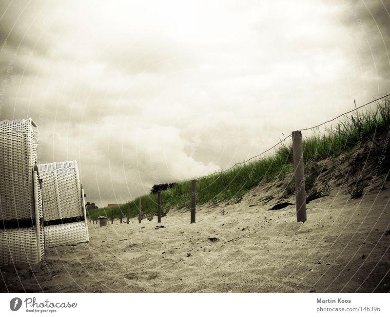 strandrand Meer Strand Ferien & Urlaub & Reisen Wolken Erholung Herbst Gras Sand Angst Wetter gefährlich Wandel & Veränderung Schutz Vergänglichkeit Sturm