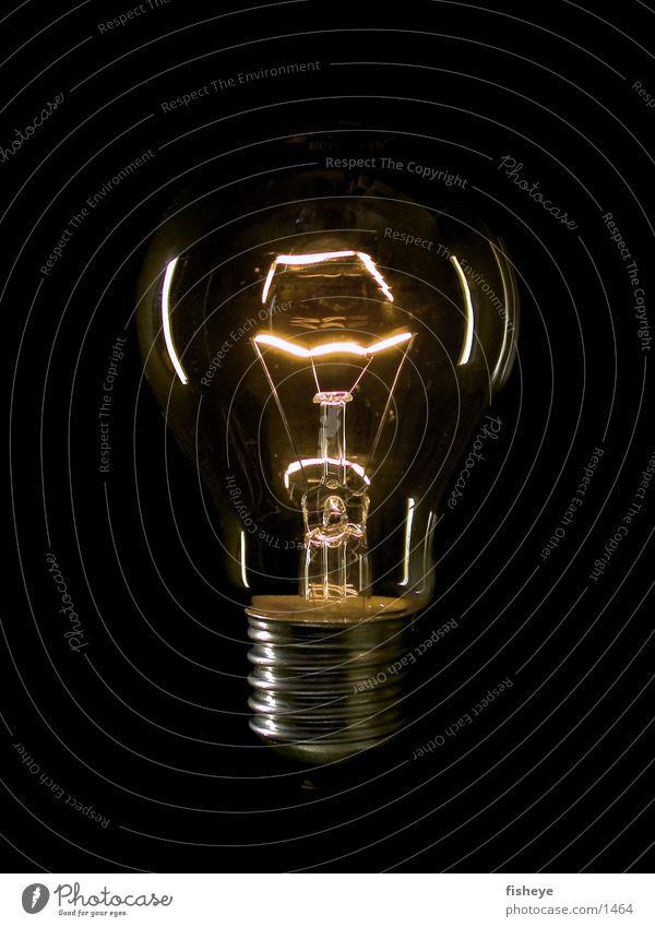 Lichtquelle/1 dunkel Metall Glas Energiewirtschaft Elektrizität Dinge Glühbirne