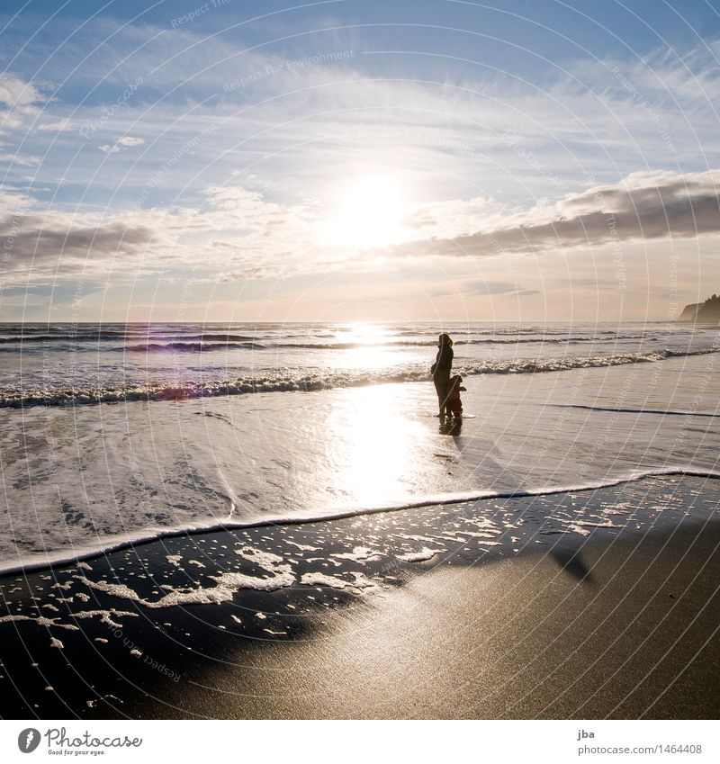 Im Wasser stehen - Alaska 08 Wohlgefühl Zufriedenheit Ferien & Urlaub & Reisen Ausflug Freiheit Strand Meer Wellen Kindererziehung feminin 2 Mensch 1-3 Jahre