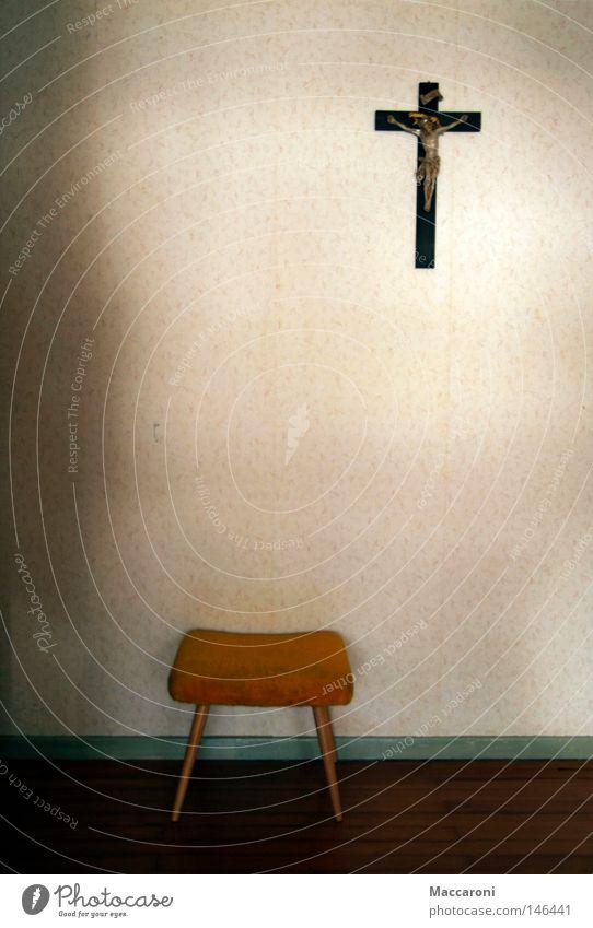 Die Sache mit dem Glauben II Abendessen Sessel Tapete Schlafzimmer Kirche alt trashig gelb Hoffnung Trauer Einsamkeit Verzweiflung Religion & Glaube Wunsch