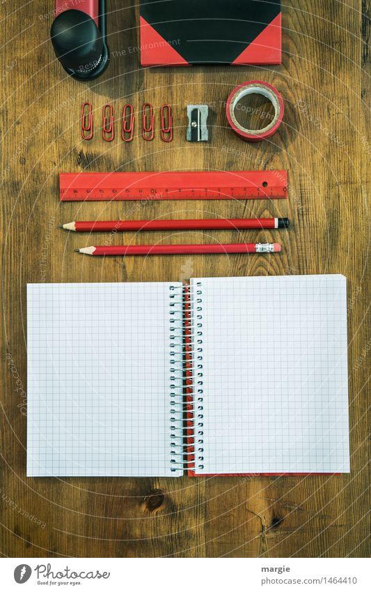 Schreibtisch Rot- Schwarz Bildung Schule lernen Arbeit & Erwerbstätigkeit Beruf Büroarbeit Arbeitsplatz Medienbranche Business rot schwarz fleißig Heft