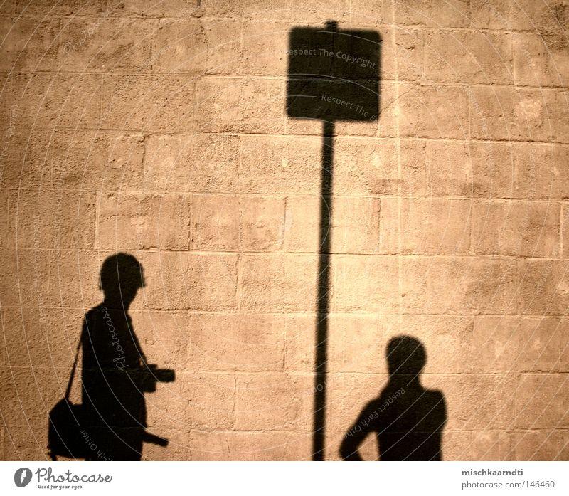 Bis hier und nicht weiter Sonne Freude dunkel Wand Freiheit klein Stein hell Freundschaft Deutschland Freizeit & Hobby Schilder & Markierungen hoch Fröhlichkeit