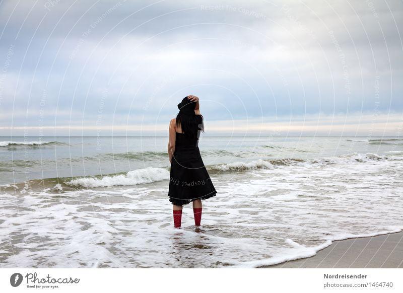 Endlich da..... Mensch Frau Himmel Ferien & Urlaub & Reisen Wasser Meer Erholung Einsamkeit ruhig Ferne Strand Erwachsene feminin Stimmung Zufriedenheit Wellen