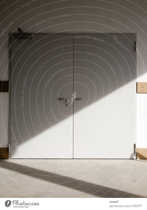 unspannende Tür... Haus Wand Tür geschlossen Flügel Tor Eingang obskur Schloss Eisen Putz Griff Gegenteil schließen Blech