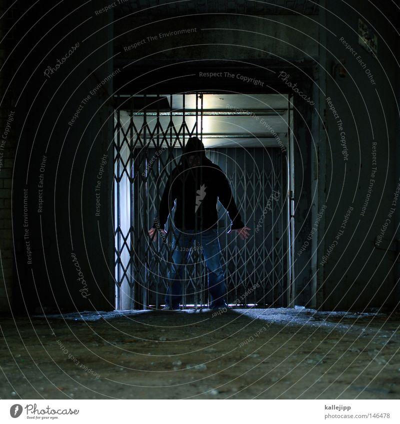 eiserner vorhang Mensch Mann Einsamkeit Haus Gebäude Tür Wohnung kaputt verfallen gruselig Tor Verstand Geister u. Gespenster Gitter Justizvollzugsanstalt