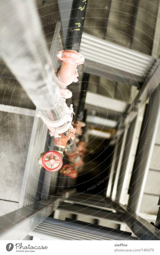 falling down grau Angst Treppe fallen Eisenrohr Treppenhaus Flucht Panik Wege & Pfade Wasserrohr Sog Fluchtweg Feuerleiter