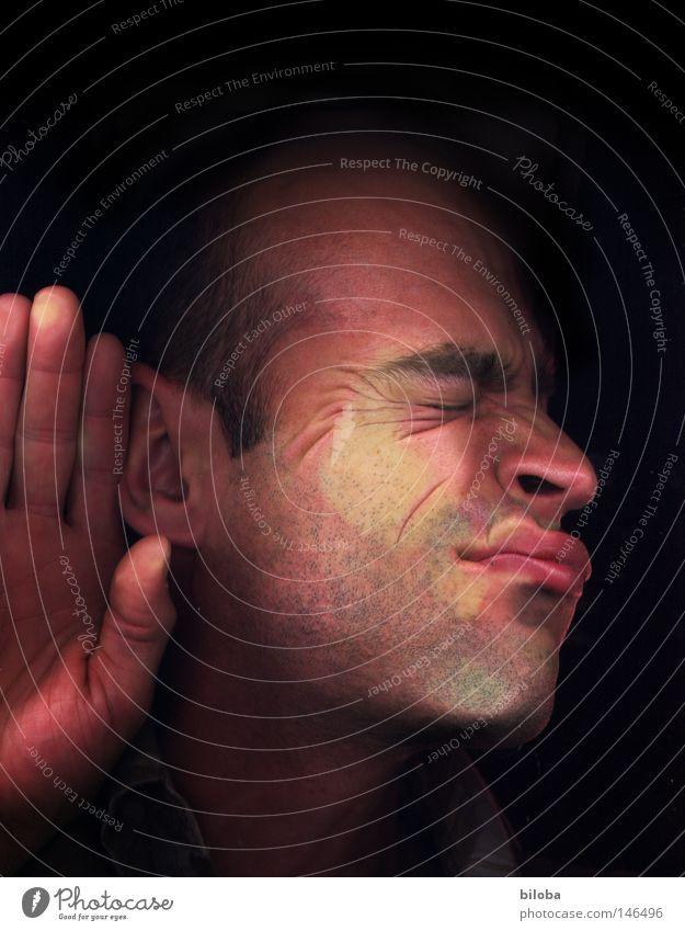 Ich höre gerade... Gesicht ruhig Fenster Kopf Mund Nase Finger Kommunizieren Ohr Lippen hören Fensterscheibe Autofenster platt banal