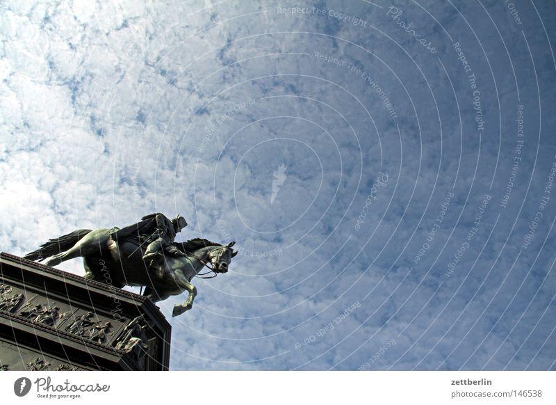 Fritz Himmel blau Wolken Berlin Tourismus Denkmal Statue Wahrzeichen Hauptstadt himmelblau Symbole & Metaphern Bildhauer Unter den Linden Reiterstandbild