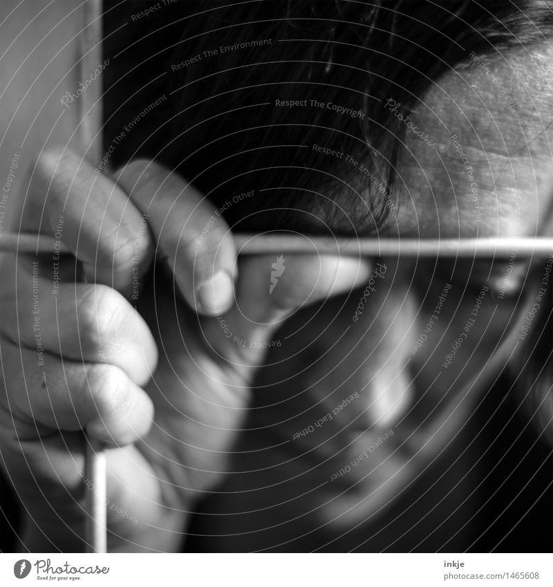 # Lifestyle Frau Erwachsene Leben Gesicht Hand Finger 1 Mensch Gitter Justizvollzugsanstalt Denken festhalten Traurigkeit warten dunkel trist Gefühle Stimmung