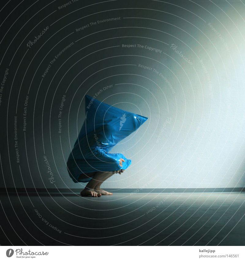 blaumann Alkoholisiert Müllsack Statue Skulptur Beutel Folter ersticken Sauerstoff Qual Sensenmann Kunst Karnevalskostüm Selbstmörder Maskenball gefährlich