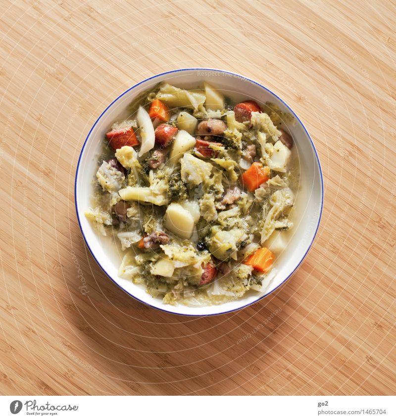 Wirsingeintopf Lebensmittel Fleisch Wurstwaren Gemüse Suppe Eintopf Maronen Brokkoli Ernährung Essen Mittagessen Gesunde Ernährung Häusliches Leben Tisch Winter