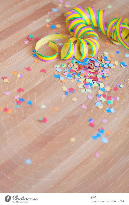 Partystimmung Freude Feste & Feiern Party Freizeit & Hobby Dekoration & Verzierung Geburtstag Fröhlichkeit Tisch Lebensfreude Veranstaltung Silvester u. Neujahr Karneval Jahrmarkt Vorfreude Konfetti Nachtleben