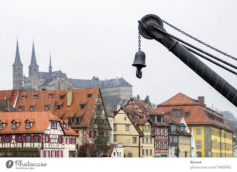 abgehakt Nebel Bamberg Bayern Franken Stadt Stadtzentrum Altstadt Menschenleer Haus Kirche Dom Hafen Fachwerkhaus Häuserzeile Fassade hängen historisch grau rot