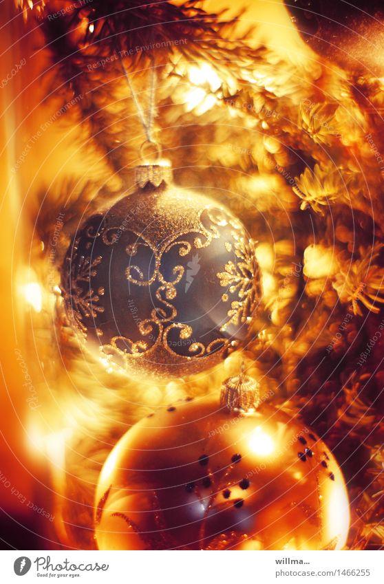 weihnachtliche stimmung mit weihnachtskugel, christbaumschmuck Weihnachten & Advent Christbaumkugel Weihnachtsdekoration Weihnachtsbeleuchtung gelb gold