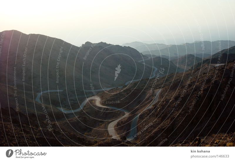 erwartung Sonne rot Einsamkeit Ferne dunkel Berge u. Gebirge Stein Wege & Pfade Wärme glänzend Horizont Felsen Treppe Aussicht violett Wüste