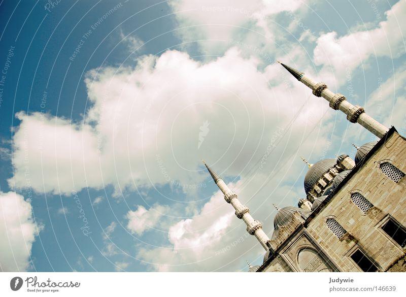 Blaue Moschee - mal anders Istanbul Islam Türkei Wolken verdreht Herbst Sommer Kultur Minarett Religion & Glaube Kirche Götter Gebet Moslem Gotteshäuser Himmel