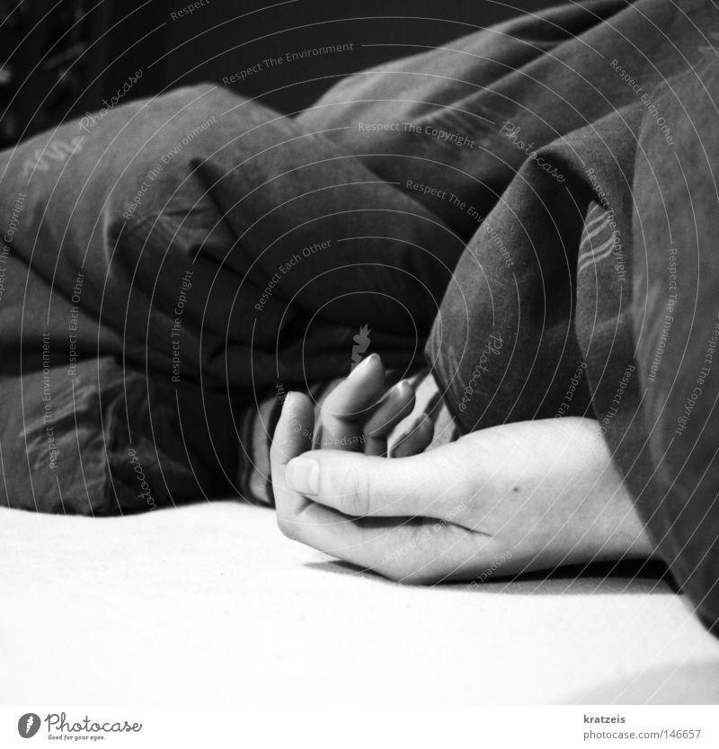 gone. forever. Hand ruhig schlafen Bettdecke Wunsch Trauer Verzweiflung erschlagen Müdigkeit Tod