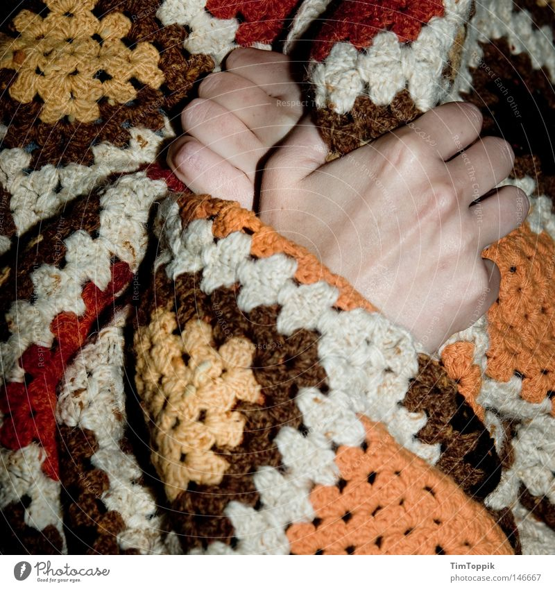 Ich bin Energiesparer! Hand Winter kalt Herbst Finger Elektrizität Erkältung Krankheit Wohnzimmer frieren Decke Heizkörper Isolierung (Material) Heizung