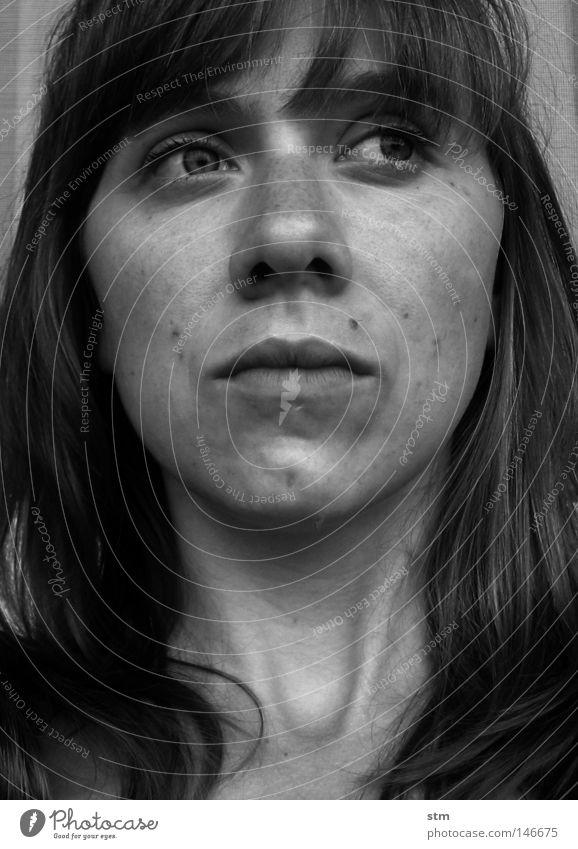back Frau schön weiß ruhig schwarz Auge träumen Haare & Frisuren Traurigkeit Denken Mund Nase Trauer Neugier Gedanke Hals
