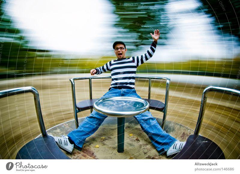 Drehwurm Mann Freude Spielen Geschwindigkeit schreien Rad Spielplatz kreisen Karussell Verzerrung toben Schwindelgefühl Kreisel Übermut Extremsport Platz
