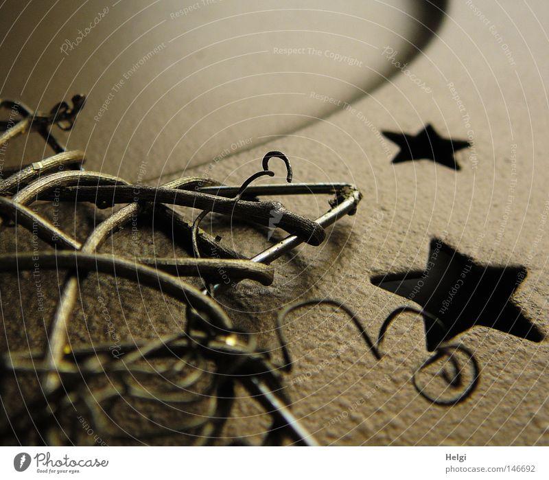 goldene Weihnachtsdekoration mit Sternen und Zweigen Stern (Symbol) Weihnachten & Advent Dekoration & Verzierung verschönern Schmuck Metall Teller Holz