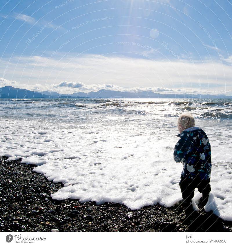 Im Wasser spielen - Alaska 09 Mensch Natur Ferien & Urlaub & Reisen Meer Landschaft Ferne Strand Herbst feminin Küste Freiheit Stein Zufriedenheit Wellen Ausflug Schönes Wetter