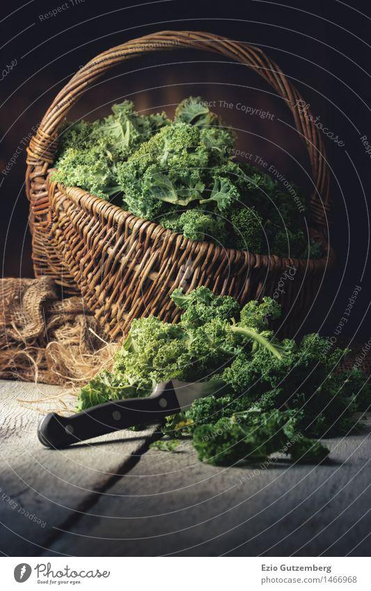 frischer Grünkohl in einem Korb Natur Pflanze grün Essen Gesundheit Lifestyle Lebensmittel frisch Ernährung Lebensfreude retro Küche Gemüse Bioprodukte Restaurant Abendessen